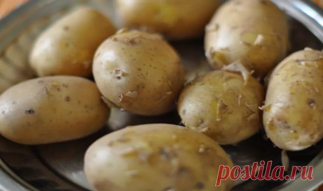 Как же долго чистить отварную картофель на салаты. Вот простой способ, который поможет вам сэкономить время. Очень полезно знать разные нюансы в приготовлении блюд, особенно те которые экономят... Читай дальше на сайте. Жми подробнее ➡