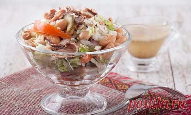 Салат с консервированным тунцом.