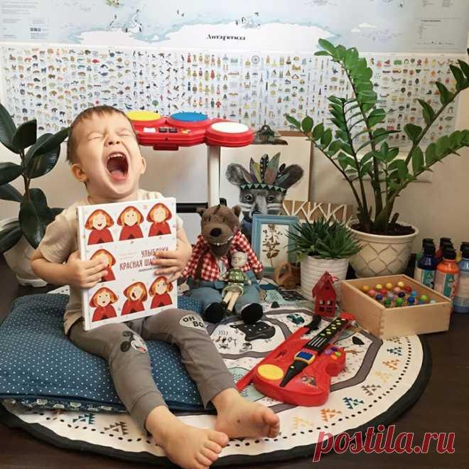 ¡No podía dejar pasar la novedad cerca de la editorial @mifdetstvo - el cargador emocional para los niños «Ulybochku, Caperucita Roja!» \ud83d\udcd4. El cuento clásico es contado aquí a través del prisma de las emociones de la heroína principal \ud83d\ude0d. Este libro el modo excelente de hablar con los niños sobre las emociones, enseñarlo no sólo expresar los sentimientos, sino también distinguir las emociones, conocerlos \