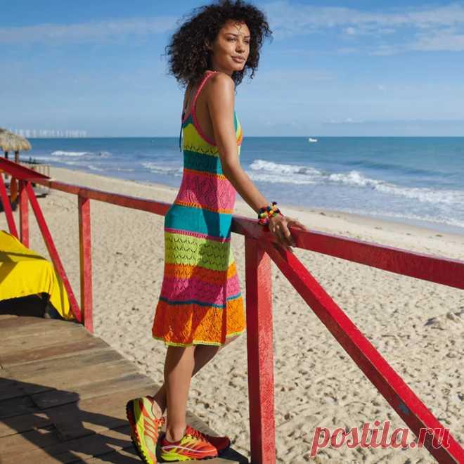 Разноцветное ажурное платье-сарафан
