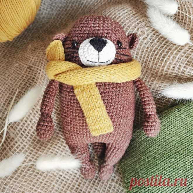 PDF Выдрик Бруно крючком. FREE crochet pattern; Аmigurumi animal patterns. Амигуруми схемы и описания на русском. Вязаные игрушки и поделки своими руками #amimore - выдра в шарфике, зверюшка, зверёк, животное.