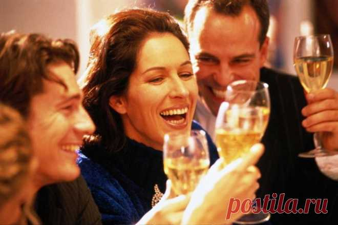 Школа градусов: шампанское не дружит с оливье, а коньяк с лимоном
