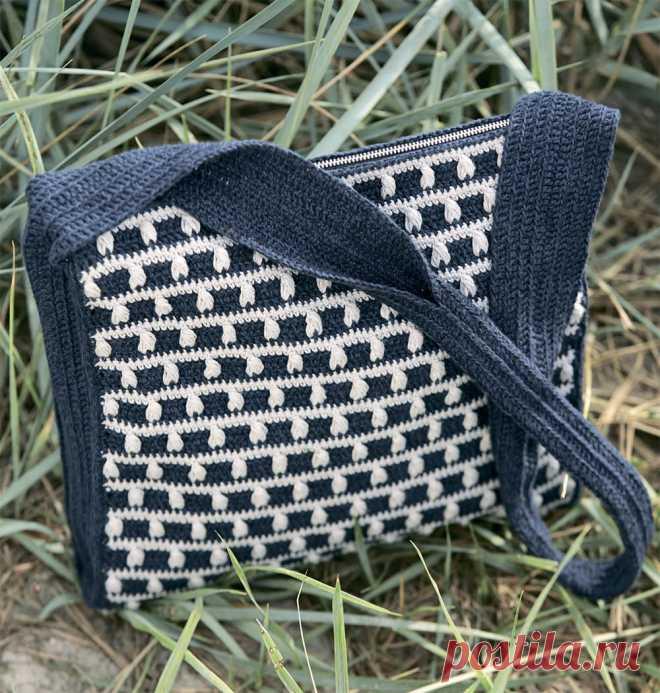 e35ba7e37dbd Двухцветная сумка через плечо - схема вязания крючком. Вяжем Сумки на  Verena.ru