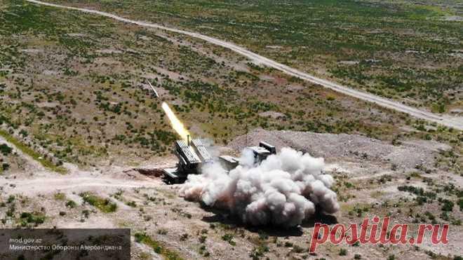МО Армении сообщило об ударах по военной технике со стороны Азербайджана Техника на армянской приграничной территории оказалась под обстрелом со стороны ВС Азербайджана, заявили в Министерстве обороны Армении.