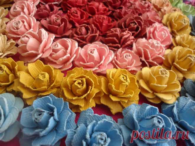 Beautiful Handmade Paper Roses Tutorial This is an easy, step by step tutorial showing how to make gorgeous handmade paper roses that can be used to embellish crafts, handmade cards and more.