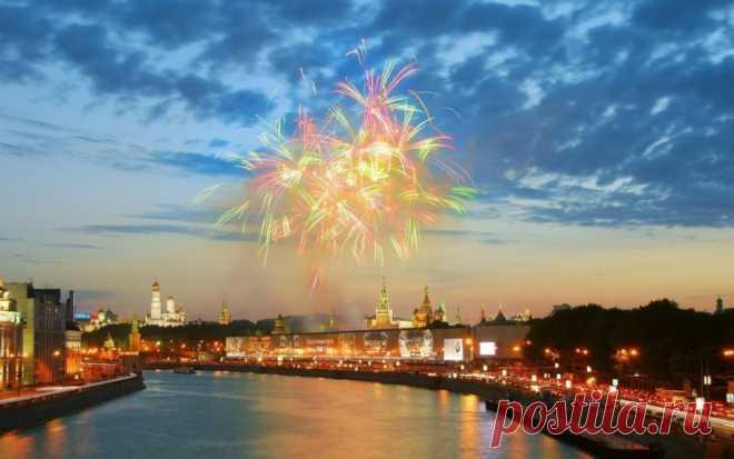 Салют над праздничной Москвой — Путешествия