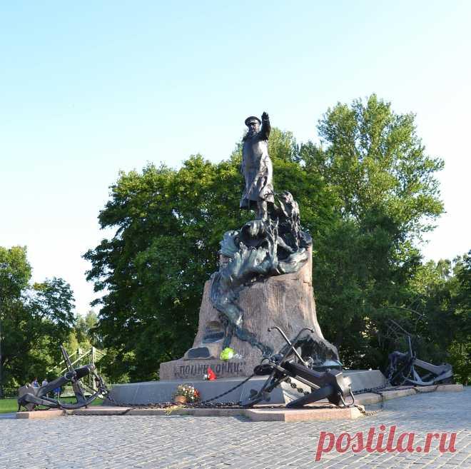 Памятник адмиралу Макарову. Кронштадт