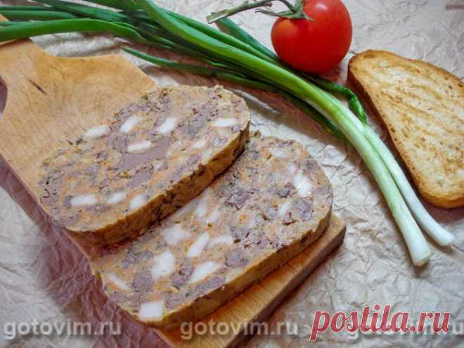 Печень прессованная для бутербродов. Рецепт с фото Прессованная печень - это кусочки печени (куриной, свиной или говяжьей), сдобренные свиным салом и морковью, спрессованы в монолитный брусок, который удобно отрезать пластинами и укладывать на бутерброд. Для быстрого перекуса или завтрака - это прекрасная находка в противовес обычной колбасе. Приготовление закуски из печенки по этому рецепту растянуто во времени и занимает примерно 12 часов, но активные процессы - всего полчаса.