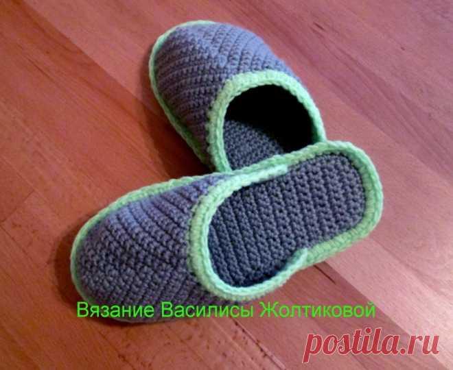Тапочки крючком на подошве crochet slippers Видео, как связать домашние тапочки крючком на подошве для мужчин. Crochet, Crochê, Крючком,