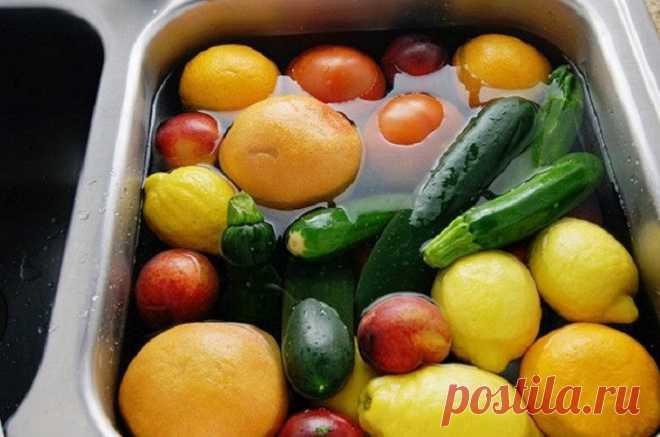 20 идей, как использовать перекись водорода… Для быта, здоровья и даже для выведение пестицидов из овощей! Перекись водорода есть в каждоме. Именно она — первый помощник при царапинах,... Читай дальше на сайте. Жми подробнее ➡