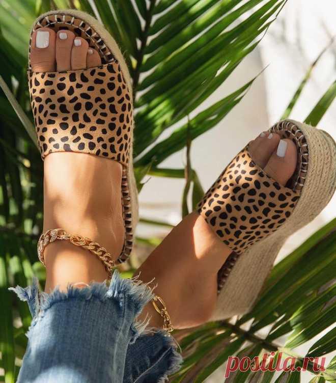 Модная летняя обувь: 20 моделей, которые нужно выбрать в 2020 году К выбору обуви необходимо подходить с ответственностью. Если собранный лук будет стильным, а обувь не подходящей, то это явно привлечет ненужное внимание.В материале покажем вам самые актуальные нови...
