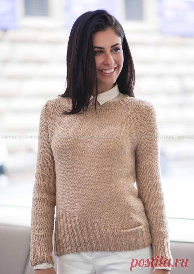 Пуловер с асимметричной деталью по краю.