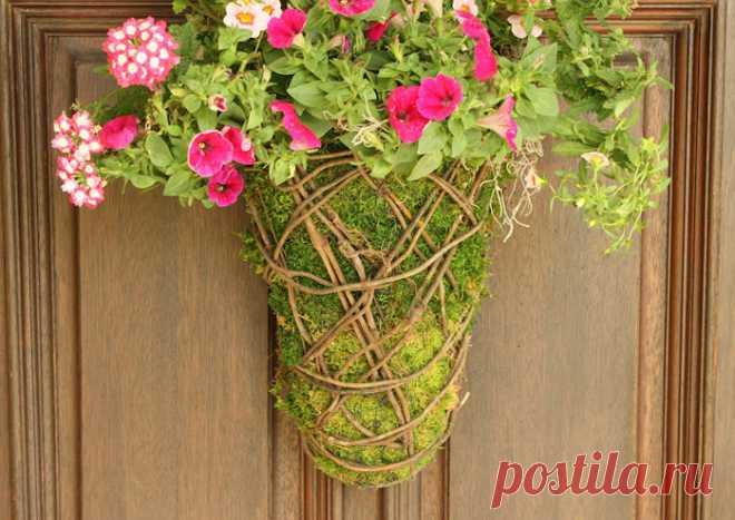 Кашпо для садовых цветов. Идеи из сетки, веток и мха