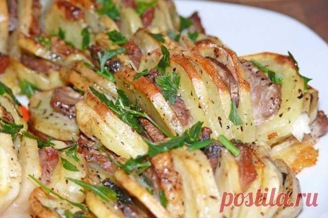 Картофель в духовке: картошка гармошка Все еще ищете новое оригинальное блюдо, чтобы удивить гостей? Приготовьте запеченный картофель, картошка гармошка – это просто, вкусно и быстро.