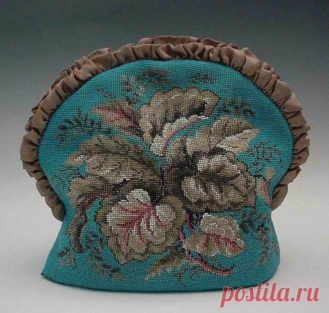 Декорированные бисером антикварные предметы интерьера. Вышитый бисером колпак на чайник, в Викторианском стиле.