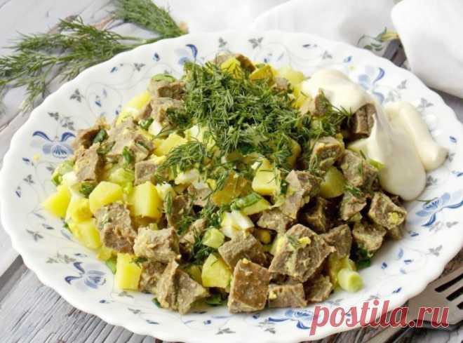 Салат из говяжьего легкого Салат из говяжьего легкого - это оригинальное и вкусное блюдо, которое можно легко приготовить в домашних условиях. Салат точно не оставит никого равнодушным, а сделать его проще простого!