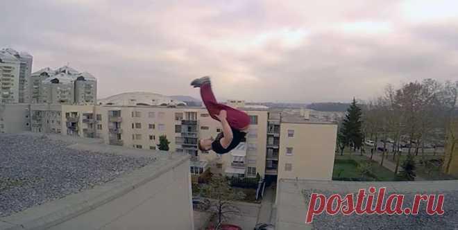 Мужчина выполняет очень опасные и зрелищные трюки #Видео