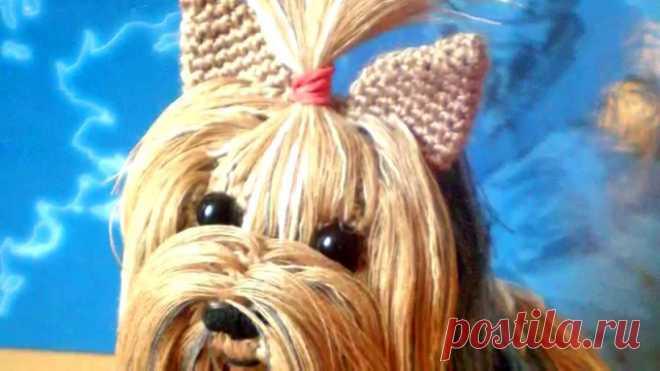 Вязание крючком. Собака Йорк Дети, да и не только они, очень любят собак. А йоркширский терьер одна из самых популярных и милых пород. Но не всегда ест возможность завести себе живого друга, тем более что ухаживать за такой собачкой не так просто. И тогда на помощь придут наши умелые ручки, мы свяжем йоркширского терьера крючком. Игрушка-собака породы йоркширский терьер …