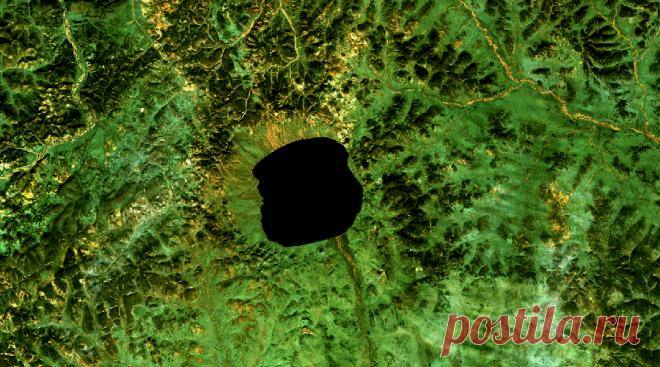 Метеориты, которые оставили свои следы в России Планета хранит воспоминания о каждом метеорите, пусть даже сегодня кратеры находятся далеко под землей. Россия – не исключение. Территория России велика метеориты ее не обошли стороной. Думаете, Ту…
