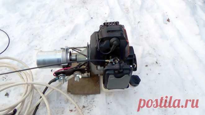 Сварочный генератор из двигателя мотокосы Выполнять сварочные работы приходиться не только в мастерской, но и далеко за пределами досягаемости удлинителя от розетки. Чтобы не зависеть от электросети, стоит сделать сварочный генератор. С ним можно варить хоть в поле, хоть в лесу.Основные материалы:двигатель от мотокосы;моторчик от