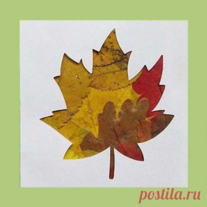 Открытка с использованием разноцветных осенних листьев