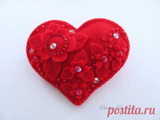 «El corazoncito-valentinka con las florecitas y paetkami» — la tarjeta del usuario tihon4eva en el Yandex. Las colecciones
