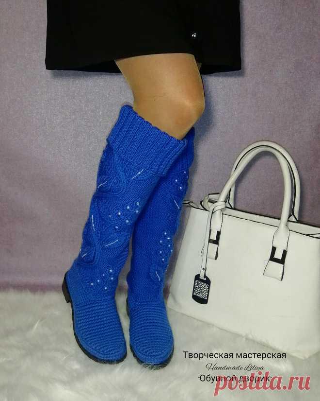 Вязаные сапоги уже несколько сезонов подряд называются одним из главных модных трендов.  И это неслучайно... Будучи удивительно удобными и комфортными в носке, они также притягивают внимание как стильное дизайнерское решение.  Женские вязаные сапоги могут стать базой для всего образа или же ярким акцентом в нем.