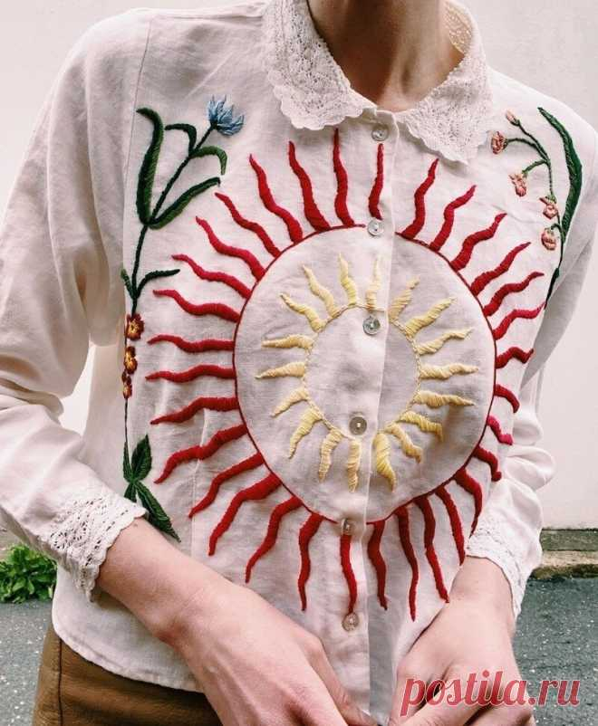 Яркие примеры, как вышивка преображает даже самые скучные футболки и рубашки | MIAZAR | Яндекс Дзен