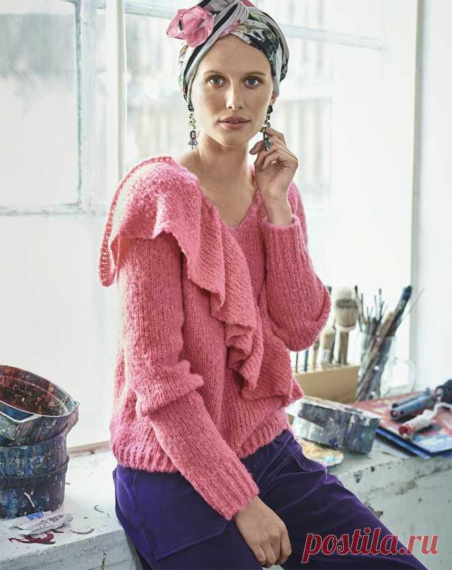 Розовый пуловер с воланом