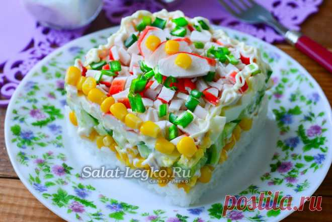 Крабовый салат с рисом, огурцом и кукурузой, рецепт с фото