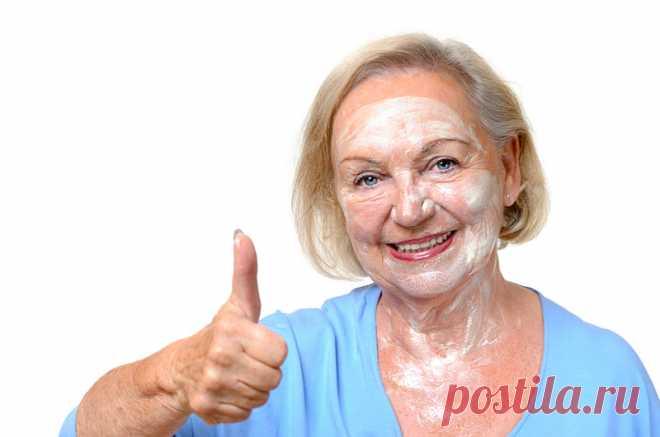 Мама скрывает, что вышла на пенсию, а пожилые подруги подозревают — жениха нашла. Прислушалась к советам, а базовые маски из аптечных препаратов переписала в блокнот.