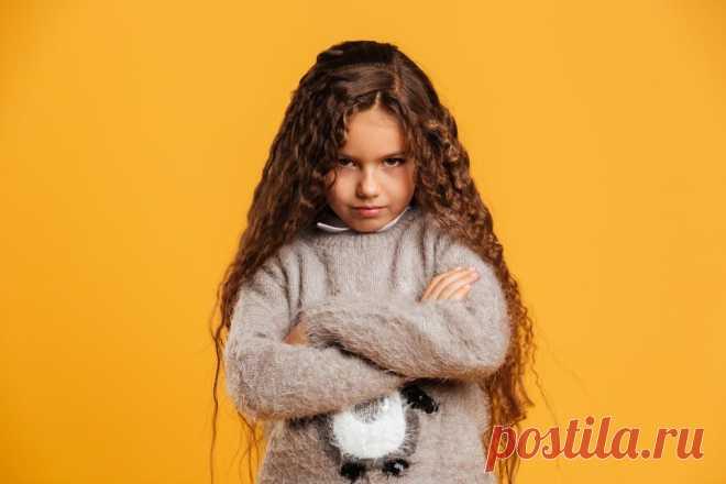 Как говорить с детьми о границах  - Телеканал «О!» Мы часто слышим слова «Они нарушают мои границы», «Мой ребёнок не может отстоять свои границы», но что это обозначает? Обсуждаем с психологом Анной Скавитиной физические и эмоциональные границы и право выбора.