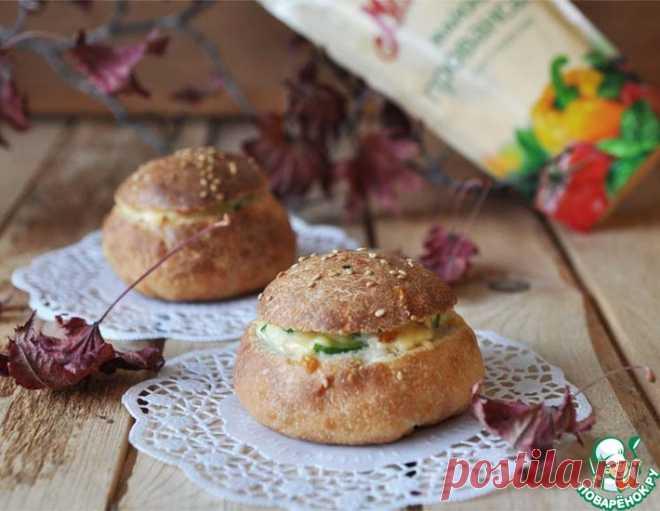 Тёплый салат в булочке – кулинарный рецепт