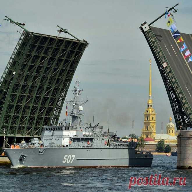 Дневной развод мостов в честь дня ВМФ в Петербурге!   julianamamatova