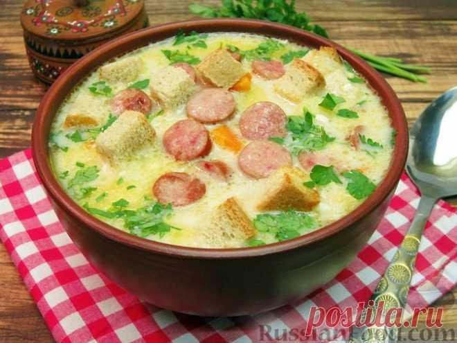 Рецепт: Сырный суп с копчёными колбасками, картофелем и рисом на RussianFood.com
