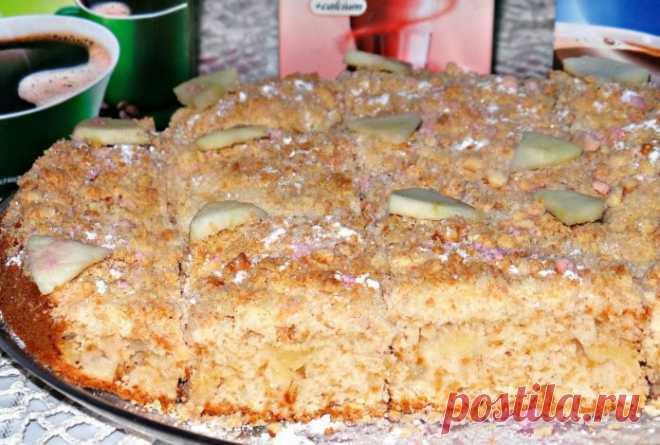 Роскошный ароматный пирог с яблоками с хрустящей сладкой корочкой сверху!