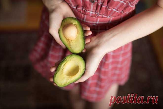 Узнал, что многие очищают авокадо неправильно. Показываю, как нужно (пошаговая инструкция)   Десертный Бунбич   Яндекс Дзен