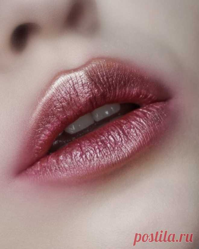 Спасаем кожу губ от шелушений ?