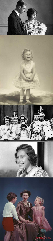 """30 архивных фото британской королевской семьи  Этим летом случилось долгожданное и крайне значимое для британцев событие,  22 июля, у принца Вильяма и герцогини Кембриджской Кэтрин родился сын – принц Георг Александр Луи. Судьбы людей """"голубых кровей"""" всегда интересовали общественность, вот и сейчас жители Великобритании да и весь мир пытаются узнать новые факты о жизни королевской династии и предсказать, каким будет Георг Луи в будущем, как повлияет «королевская наследственность» на его жизнь"""