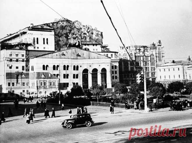 Маскировка Большого театра под жилой дом, период Великой Отечественной.