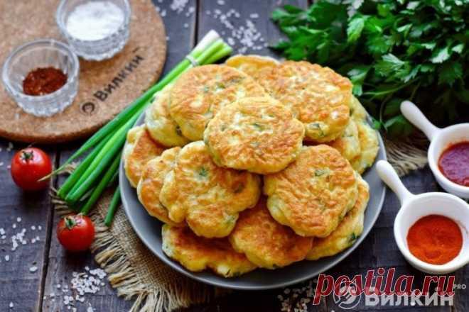 Оладьи на кефире с зеленым луком и яйцом - рецепт с фото пошагово