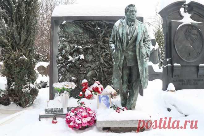 Могилы знаменитых творческих людей на Новодевичьем кладбище: зашла отдать память любимым | Соло-путешествия | Яндекс Дзен