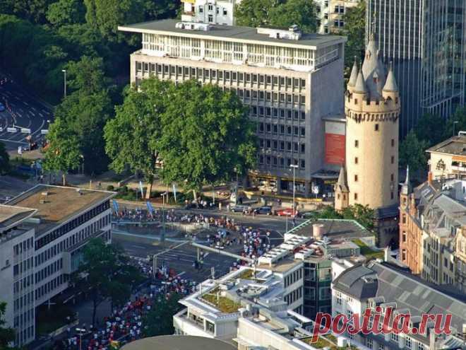 Средневековая башня в центре Франкфурта - Путешествуем вместе
