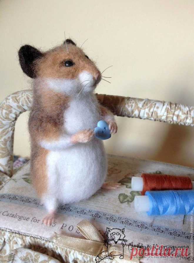We drag a charming hamster the Master class in production of amusing and very touching hamster. It is required to us:-wool for a fulling: black, white, sand, a little brown and pink; - thin wire; - eyes (ready and...