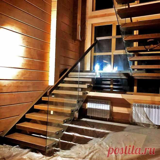 Консоль со стеклом в дом из бруса