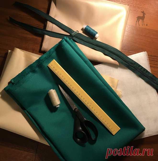 Особая подготовка материалов для каждой сумки Я искренне уверена: настоящая эксклюзивная авторская сумка – не только готовое изделие. Это ответственность и продуманность на каждом этапе изготовления. Сегодня я в очередной раз приглашаю вас в мастерскую M-Sweet. Вот так подбираются необходимые материалы абсолютно для каждого будущего аксессуара. Красивые оттенки ткани, соответствующие цвета ниток и фурнитуры, инструменты, без которых творческий процесс просто не состоится.