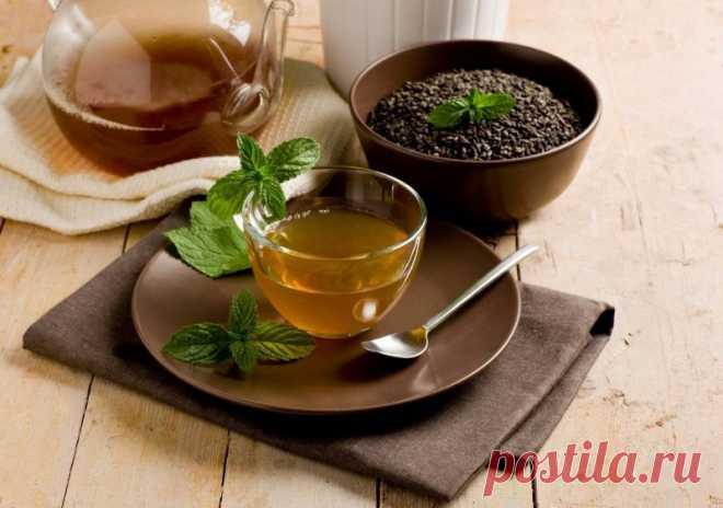 Мятный чай – 6 рецептов, как правильно заваривать с пользой для здоровья Мятный чай – удивительный напиток, который славится не только своими вкусовыми свойствами, но еще и целебными. Самое главное – уметь правильно его приготовить. Польза и вред мятного чая Польза