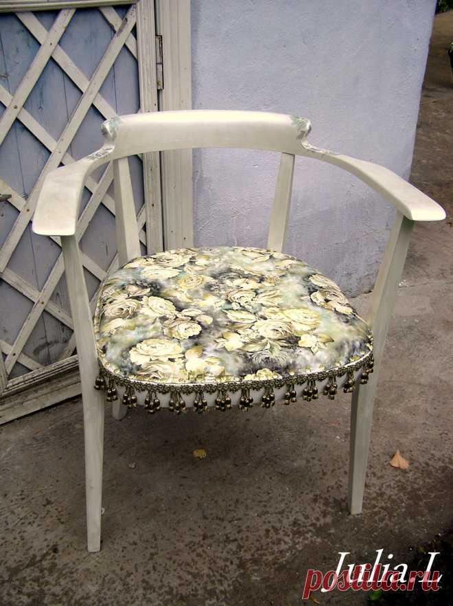 Рабочее кресло. Было просто коричнево-деревянное. Реставрация+окраска+мякое сидение