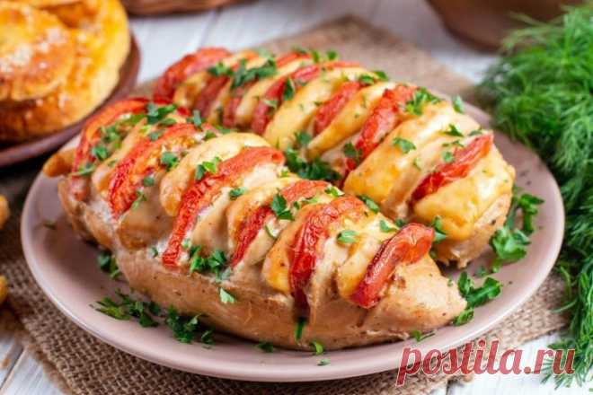 Куриные грудки с помидорами и сыром в духовке
