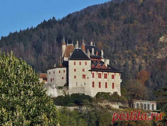 Замок Ментон-Сен-Бернар: секретное место с тысячелетней историей